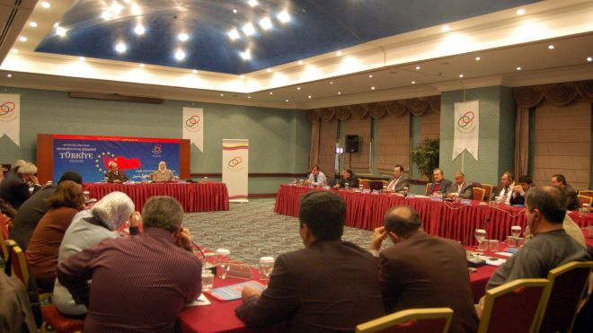 Turkish and Egyptian Intellectuals Analyze EU Bid at 16th Abant Meeting